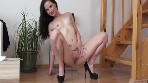 Czech babe Nicole Vice demonstrates natural boobs