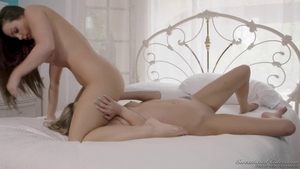 Long hair stepsister Athena Faris facesitting in the bed