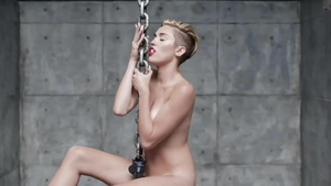 Girl Miley Cyrus goes in for fingering in HD