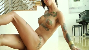 Inked babe Bonnie Rotten crazy anal