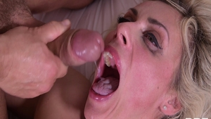 Blonde hair Brittany Bardot double blowjob sex video