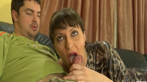 Super hot housewife pussy eating