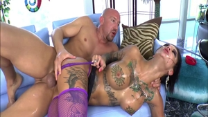 Large boobs MILF Bonnie Rotten goes in for cumshot HD
