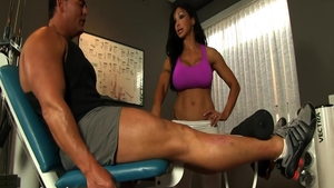 Muscled MILF Jewels Jade seduced at the gym