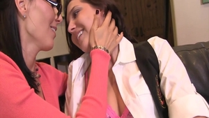 Sadie Holmes and Zoey Holloway pussy fucking