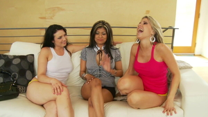Crazy threesome escorted by erotic amateur
