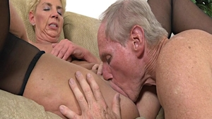 Sexy Taylor Lynn helps with hard ramming