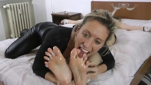 Lesbian pussy eating in HD
