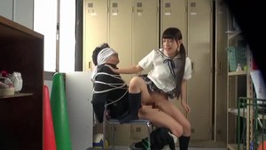 Japanese schoolgirl voyeur captured