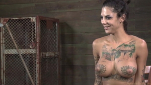Squirts accompanied by tattooed mature Bonnie Rotten