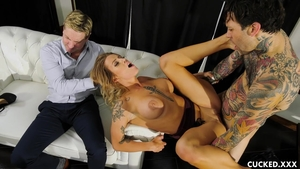 Slamming hard escorted by busty mature Luna Skye