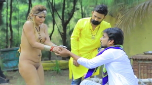 Sex accompanied by naked Hindi wife