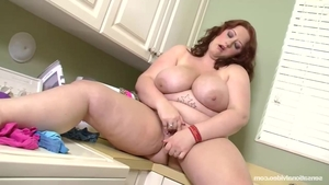 Solo big butt & young Reyna Mae blowjob in the kitchen