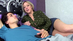 Young american stepmom wants rough getting facial in HD