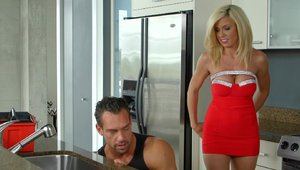 MILFHunter: Parker Swayze and Johnny Castle goes wild on cock