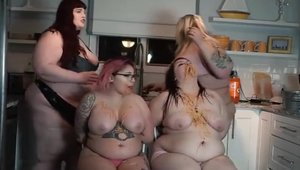 Inked lesbians pussy licking