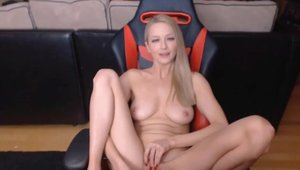 Very juicy model sex with toys live on cam