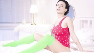 Wow Girls - Solo shaved & wet Stacy Bloom posing in the bed