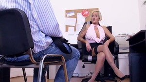 Sex escorted by tattooed blonde hair