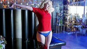 Exxxtra Small: Darcie Belle is erotic blonde haired