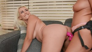 Mofos: Busty INDICA MONROE toys action in shorts