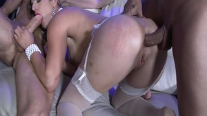 Blonde Mira Sunset cumshot