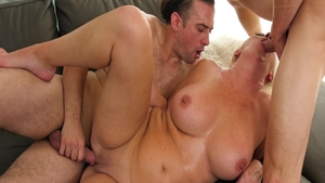 Super hot mature Janna Hicks has a passion for threesome